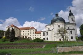 Křtiny kostel a zámek