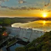 Vranovská přehrada a slunce